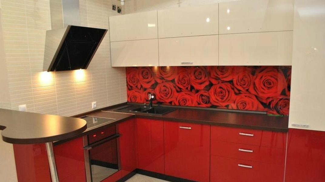 Стеклянные фартуки для кухни и интерьера