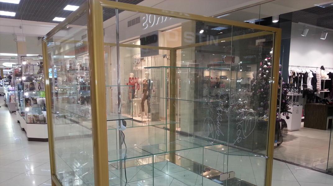 Витрины из стекла для магазинов